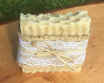 100% NATURAL Raw Honey & Oatmeal Exfoliating Soap Bar