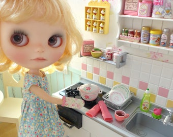 Blythe & Barbie Kitchen Shelf Miniatures Recipe Book Oven Mitt