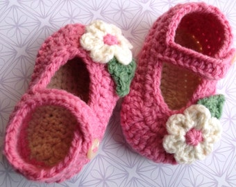 crochet baby shoes crochet Mary Janes; pink handmade baby shoes, baby girl shoes baby booties, flower baby shoes; ready to ship, uk seller