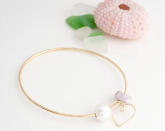 Simple Stackable Bangle with a Puka Shell, Pearl and Heart Charm, Handmade, 14k Gold Filled, Simply Me Jewelry Beach Lover Bangle, SMJBR609