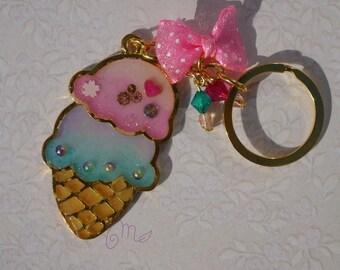 Porte clé anneau, open bezel doré, résine, glace , multicolore, décoré avec résine et embellissements