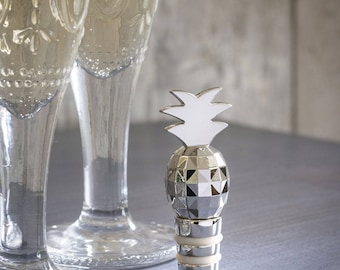 Wedding Wine Stoppers for a Spring Wedding, Funky Celebration gift wine bottle stoppers, Cute Pineapple Themed Party Stoppers