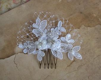 White Lace Comb, Bridal Hairpiece, Lace Comb, Wedding Hair Comb, Lace Hair Piece, Hair Accessories, White Headpiece, Bridal Comb Vintage