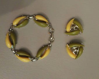 Vintage green/yellow bead bracelet and matching earring set
