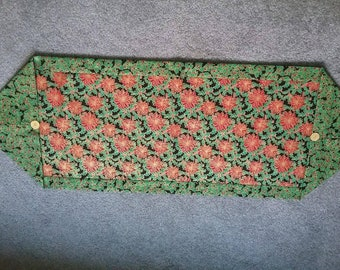Green and red poinsettias table runner