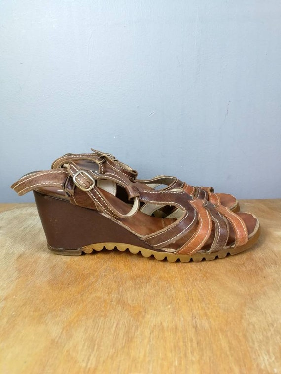 90s leather sandals / tan leather wedge shoes / boho tan shoes size 3 / strap wedge shoes / vintage sandals / summer shoes