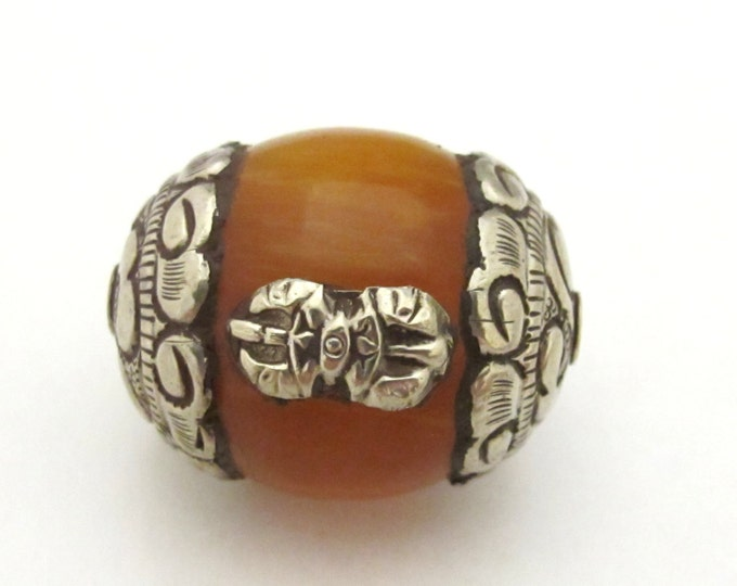 1 bead - Large Tibetan amber copal resin capped bead with tibetan silver dorje vajra symbol - BD783