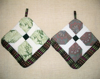 Green Pinwheel Pot Holders, Set of 2, Insulated Potholders, Quilted, Trivets, Hot Pads, For the Kitchen, For the Chef