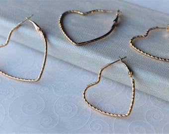 NEUE Design Gold Herz Ohrringe - Gold geflochten große kleine Herz Creolen Ohrringe - handgemachte geätzt Draht Creolen - Valentinstag-Geschenk für Sie