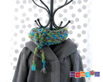 Gift For Her , Knit Cowl Scarf , Neck Warmer , Infinity Scarf, Chunky Yarn Knit , Neck Wrap , Chunky Knit Cowl , Short Scarf , Bagel Scarf