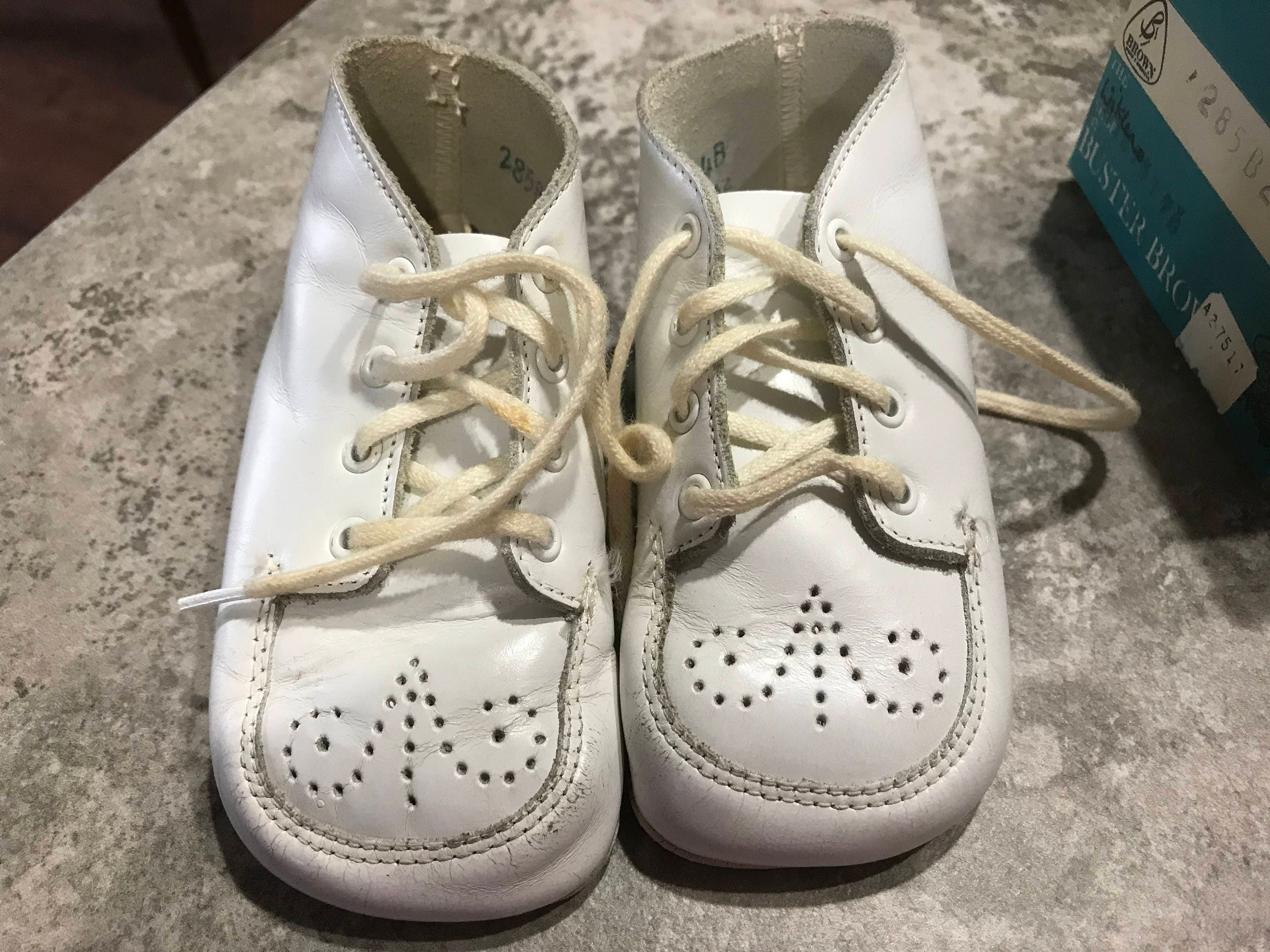 The Wikler Shoe By Buster Brown Sz 4B White Baby Shoes with