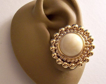 Monet Beige Marbled Stone Bead Clip On Earrings Gold Tone Vintage Large Double Row Round Nail Head Accent Band Brushed Backs Comfort Paddles