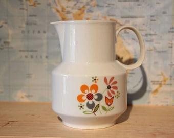 Pichet vintage à motif fleurs
