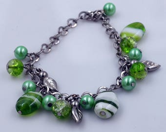 Green Swirly Glass Bead Adjustable Chain Bracelet with Silver Toned Leaves