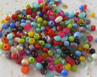 assortment of 200 glass beads and ceramic