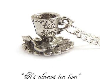 Alice im Wunderland-Halskette... Es ist immer Tee Zeit Liebling kleine Teetasse Halskette