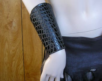 """Dark brown reptile embossed leather cuffs, size small 7"""", bracers, vambraces, gauntlets, greaves, leather armor, with brass snps"""