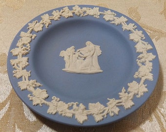 """Vintage Wedgwood Blue Jasperware Greco-Roman Classical 4 1/4"""" Plate made in England"""