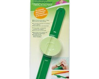 Clover Pin 'n Stow Wrist Pincushion  #9575