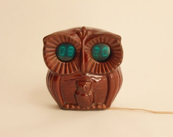 Vintage retro ceramic owl digital clock