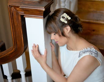 Game two comb bridal or wedding flowers Chamomile for guest