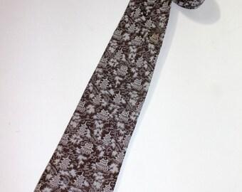 vintage 1950's -Pilgrim 'Riviera'- narrow neck tie. Jacquard woven, Pagoda pattern. Brown & Silvery Gray - Silk / Rayon blend