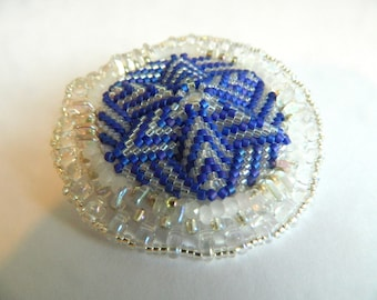 Blue and white peyote star brooch - Elrond
