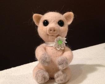 Needle felted pig, felted piggy, pink piggy, needle felted animal, fiber art toy, piglet, pig toy