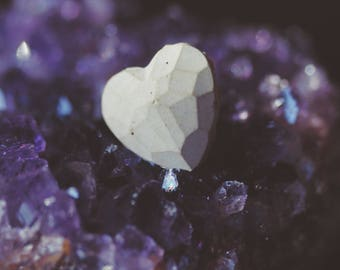 13 Mementos Lapel Pin (Light)