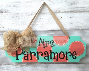 Teacher Gift: Personalized Teacher Name Sign, Classroom Decoration, Teacher Gift, End of Year Gift, Office Decor(Seabreeze/Coral)