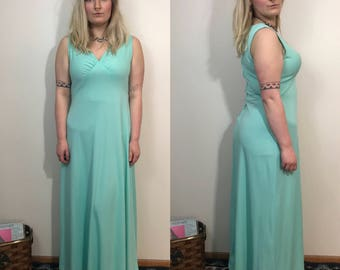 Size 12/14 1970s Evening Gown Plus Size Vintage Prom