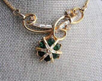 BEAUTIFUL 1950s Emerald Green Rhinestones Necklace, Unique Design, Gold Tone Metal Necklace,Elegant Evening Necklace,Bridal Jewelry