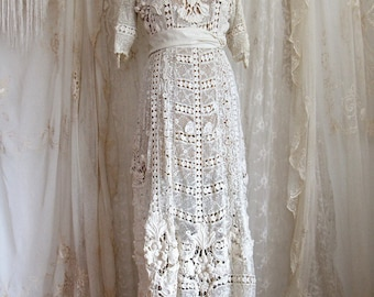 Dress from the Titanic / Authentic Antique Wedding Gown / Irish Lace / Ivory / Hand Made / Bridal Gowns and Separates / Size M