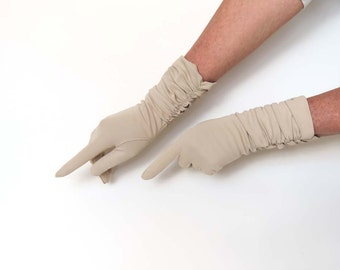 Vintage Mid Length Gloves in Small Size