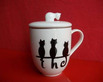"""Tea glass in Limoges porcelain decorated by hand """"Three cats"""" inviting you to a tea break"""