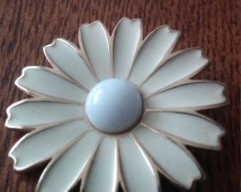 Cream Daisy Flower with White Center Brooch Pin