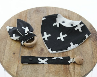 Monochrome Baby gift set / baby shower gift / unique baby gift / Organic cotton bib / Fabric dummy clip / soother holder / Wood grasp ring