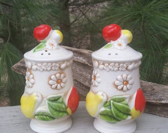 Fred Roberts Fruit & Daisy Salt  Pepper Shakers Made in Japan
