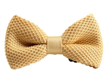 Knit Bow Tie.Cream Knitted Bow Tie,Bowtie for Wedding,Party.Gifts.Mens Bowtie