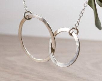 Interlocking Circles Necklace - Mother Daughter Necklace - Infinity Necklace - Geometric Necklace - Bridesmaid Gift Minimalist Jewelry