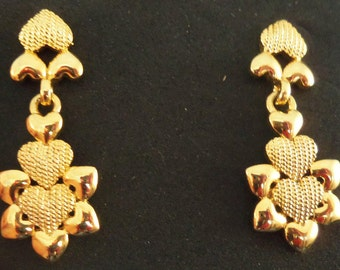 REDUCED Vintage gold flower heart pierced earrings.(P53)