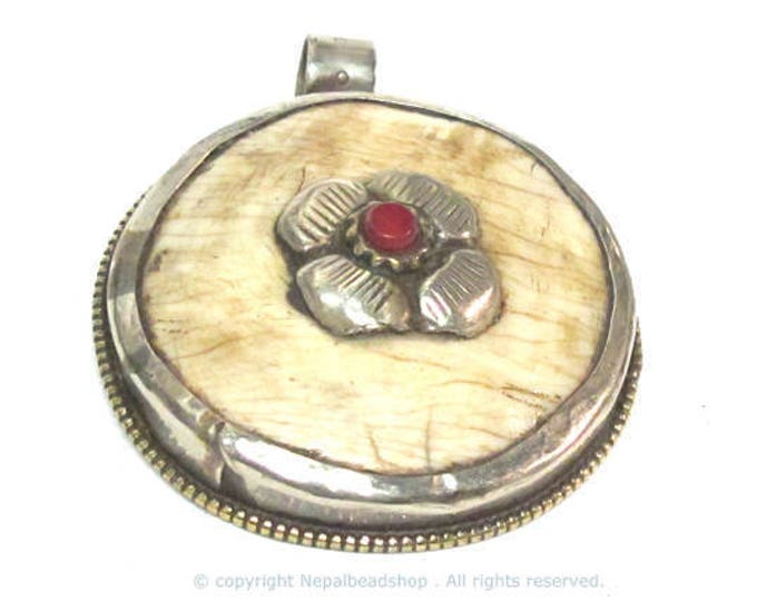1 pendant - Large Ethnic Tibetan silver naga conch shell  pendant with coral inlay with floral bee fly carving on reverse side  - PM586C