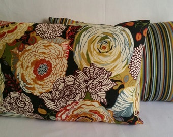 Decorative Pillow:   Floral Garden