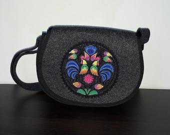 Felt crossbody bag / crossover bag / canteen bag / festival bag / small messenger bag with ethnic embroidery