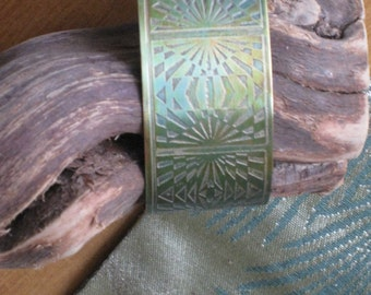 Greenish cuff in NuGold with Graphic Pattern - Artisan Handmade Jewelry - One of a kind