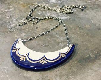 Pendentif en céramique & or blanc, pendentif en céramique, bijoux en céramique moderne, bijoux minimal, collier Bohème, argent et bleu