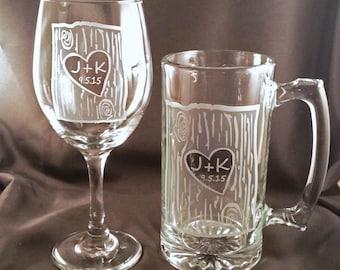 Personnalisé gravé à l'eau-forte verre de vin et bière Mug Set - mariée et le marié grillage lunettes - mariage cadeau - boisson personnalisée