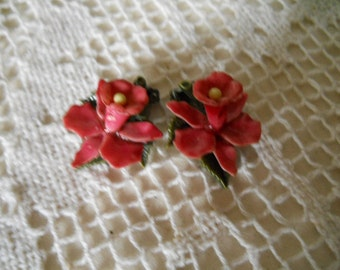 Vintage Metal Enameled Rose-Colored Daffodil Clip-On Earrings Vintage Jewelry