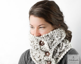 Chunky buttoned cowl