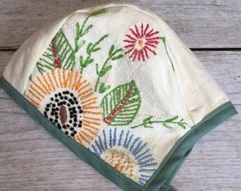 6-12 Month Bonnet, Floral Baby Bonnet, Baby Easter Bonnet, Vintage Embroidery Bonnet, Baby Easter Bonnet, Reversible Bonnet, Infant Bonnet